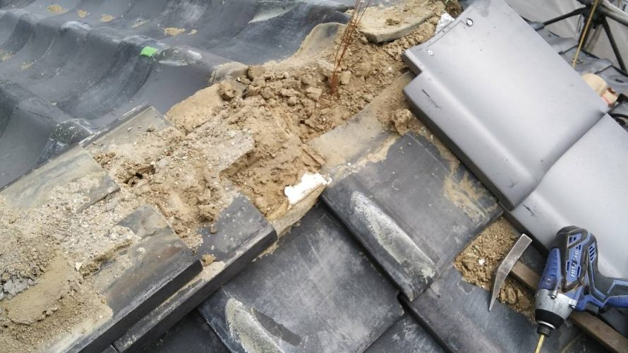 京都市右京区にて瓦屋根の差し替え工事続き