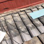 京都六地蔵にて 瓦屋根の突き上げ工事